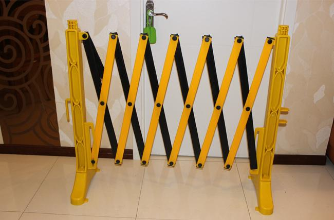Yellow Plastic Traffic Barriers , Temporary Retractable Safety X Expandable Barricade 950 x 3500 mm