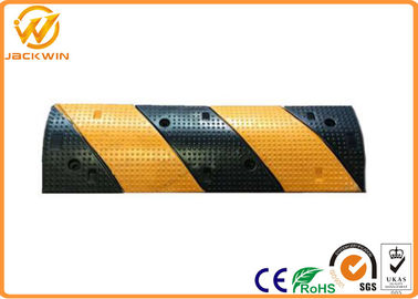 China Gas Station Heavy Duty Car Rubber Speed Bump With Reflective 1000 * 300 * 50mm distributor